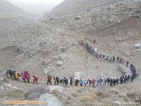 صعود قله بزقوش به مناسبت بزرگداشت روز مبارزه با استکبار و روزدانش آموز