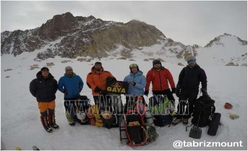 گزارش تصویری صعود زمستانی دیواره علم کوه مسیر لهستانیها سال۵۲ (مسیر اصلی) توسط کوهنوردان توانمند و شایسته تبریزی