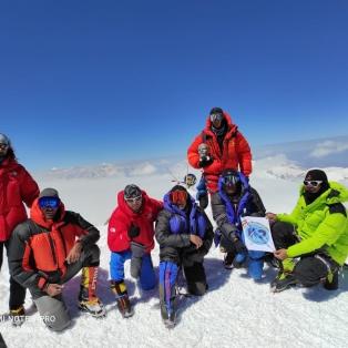 صعود تیم هیمالیانوردی باشگاه کی ۲ تبریز به قله ۷۱۳۴ متری لنین